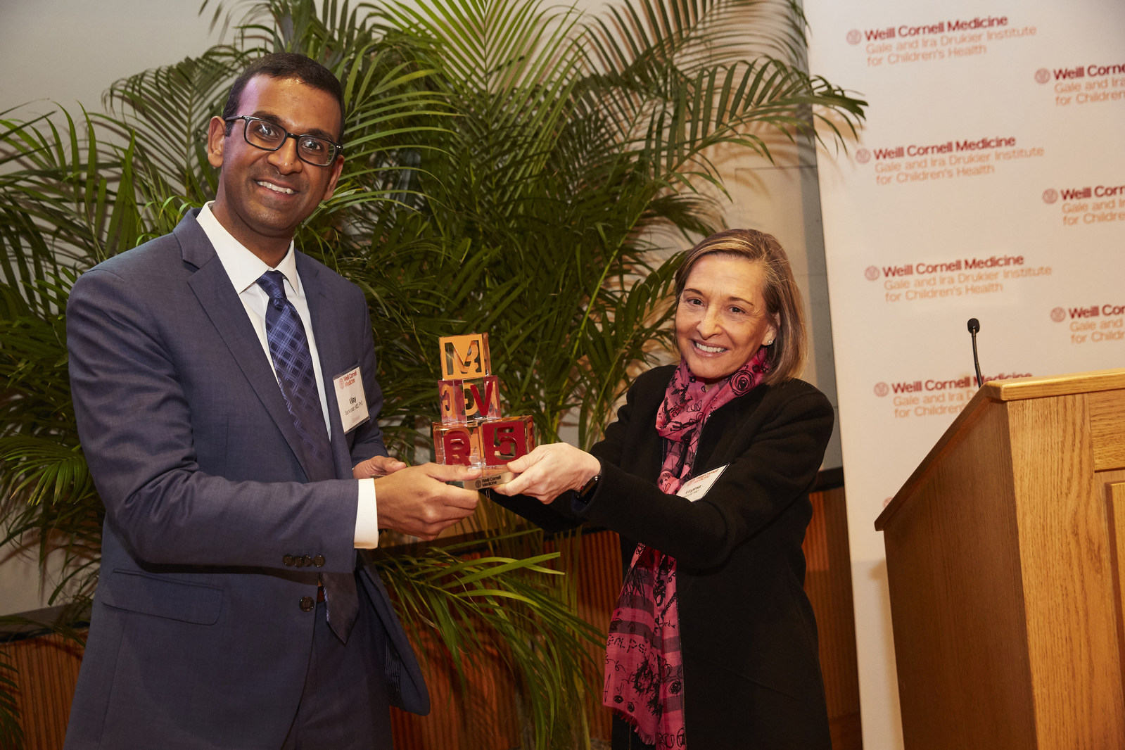 Drukier Prize recipient Dr. Vijay Sankaran with Dr. Virginia Pascual.